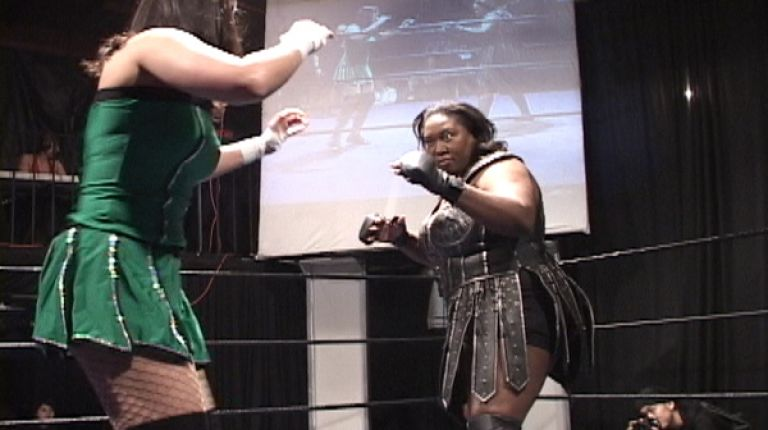 Amazing Kong vs. Cheerleader Melissa