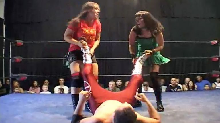 Cheerleader Melissa & Sara Del Rey vs. Mike Rayne