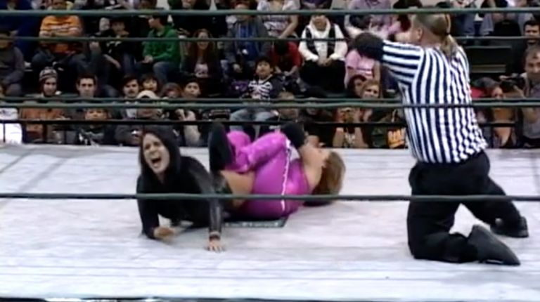 Alissa Flash vs. Lady Apache