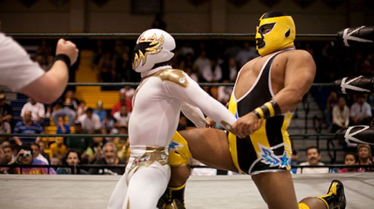Mascarita Dorada vs. Pequeno Pierroth