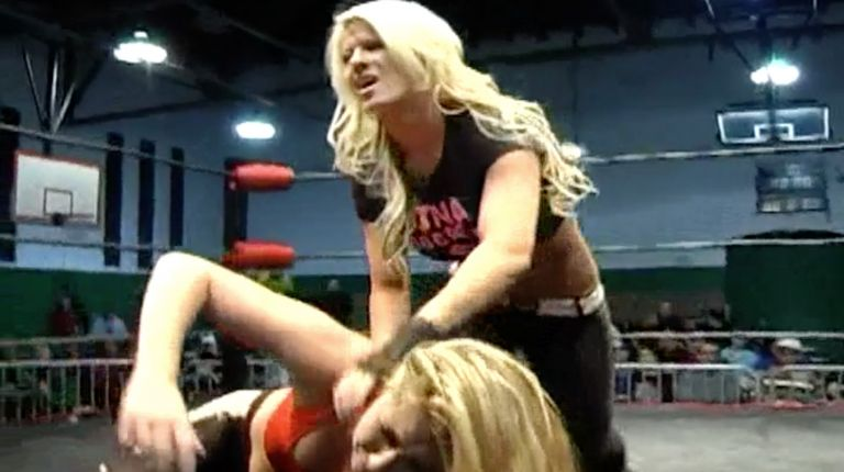 Angelina Love vs. Alexa Thatcher