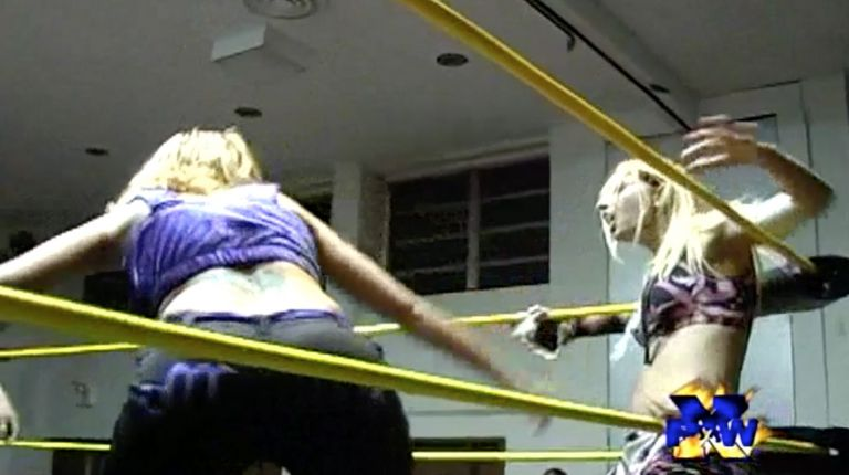 Daizee Haze vs. Mercedes Martinez