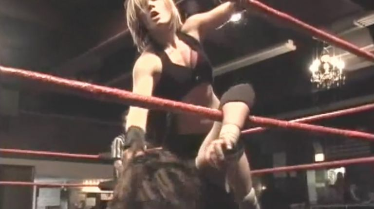 Rebecca Knox vs. Allison Danger