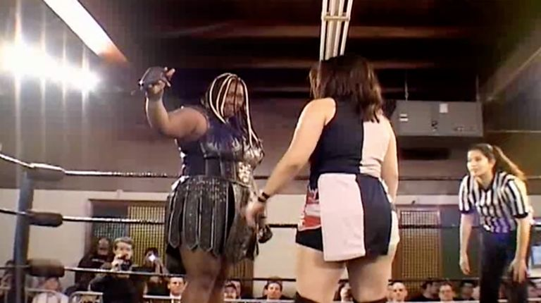 Amazing Kong vs. The Portuguese Princess Ariel