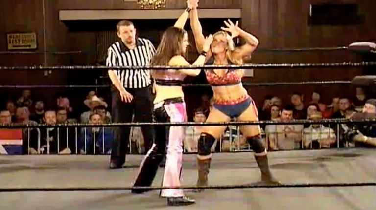 Nicole Matthews vs. Lorelei Lee