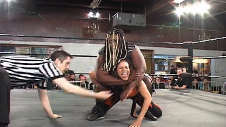 Amazing Kong vs. Mercedes Martinez