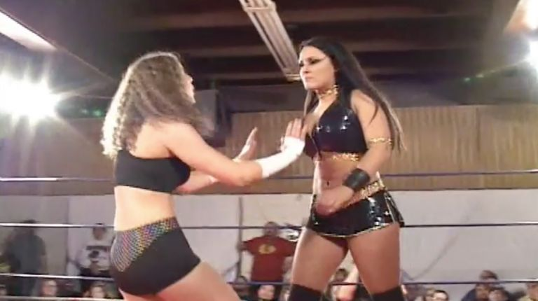 Cheerleader Melissa vs. Kellie Skater