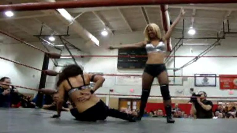 Brittney Savage vs. Divina Fly