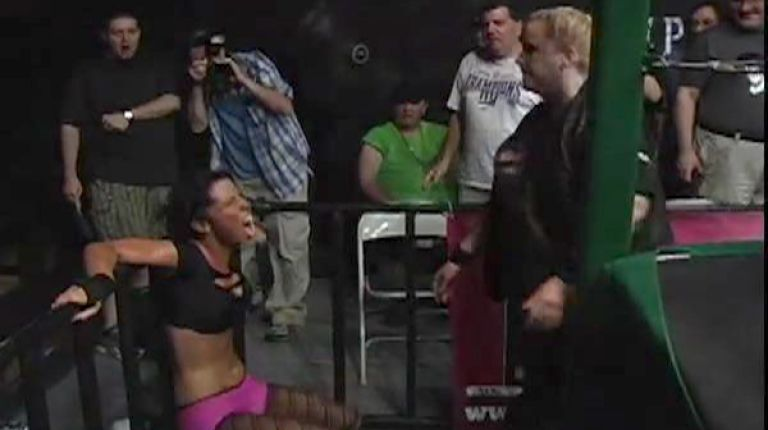 Brittney Savage vs. Amy Lee